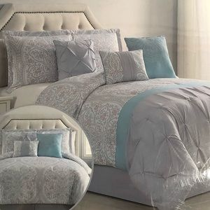 Other - BNWT 7 pieces King reversible comforter set